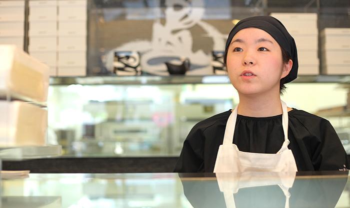 黒船南堀江店の女性スタッフ