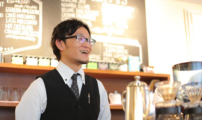 LE.PINEAUの店長兼バリスタの井ノ元良輔さん