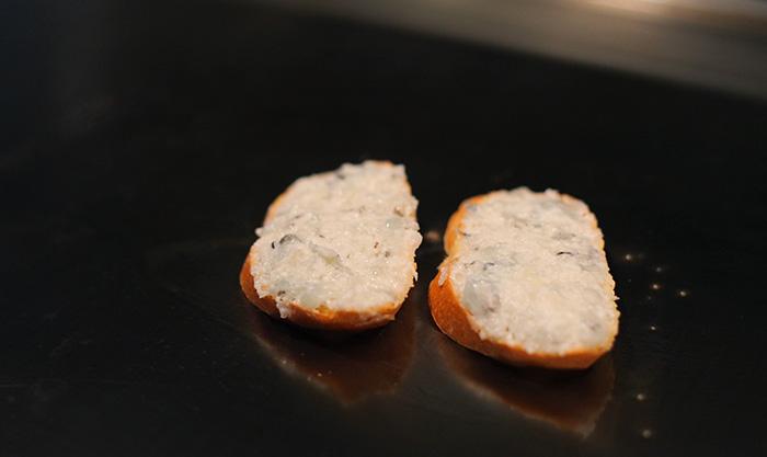 鉄板上のえびパン