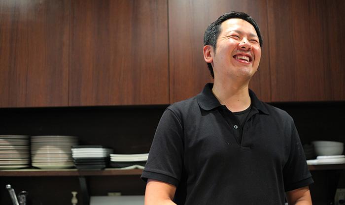 創作鉄板焼720(ナニワ)の店主の内田さん