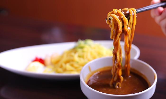 カレーのルーにつけた麺
