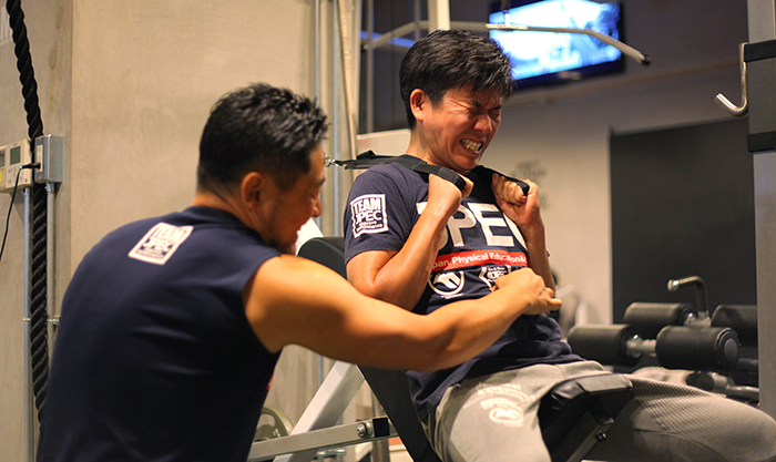 トレーニング中の男性