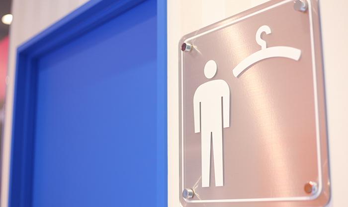 男性用の更衣室