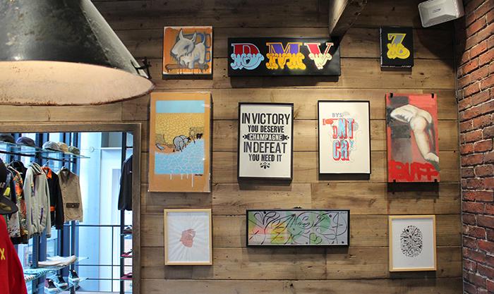 店内に飾られたアート