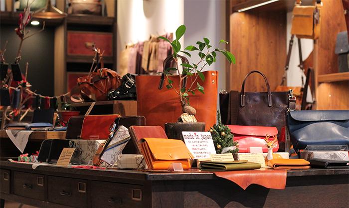 都会的なセンスとこだわりのレザー!鞄・革小物などの雑貨専門店、BAGGY PORT堀江店の魅力とは?