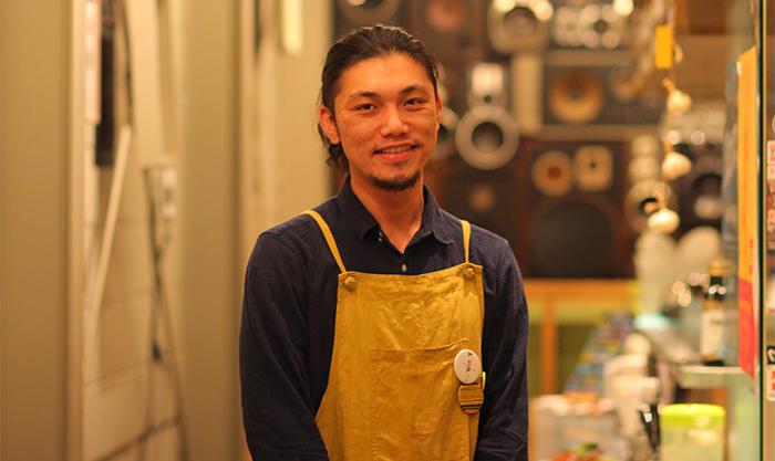 ワルン店主の小野裕亮さん