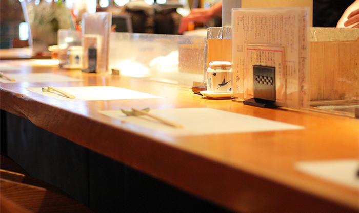 本等鮨海馬本店のカウンター