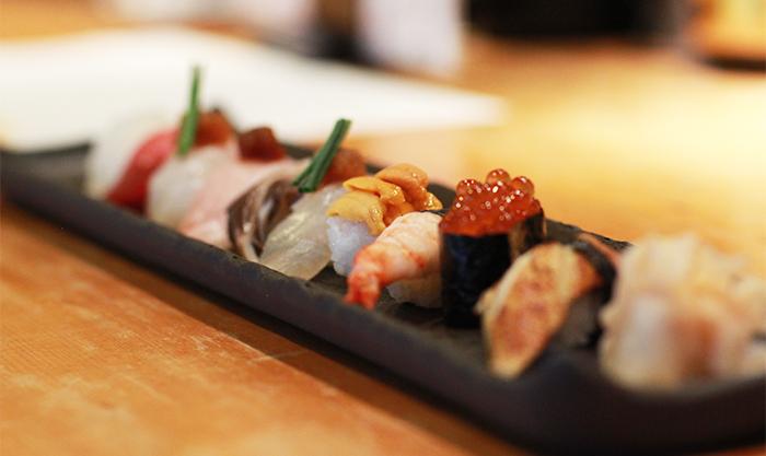 本等鮨海馬の人気メニュー、おまかせにぎり鮨10貫