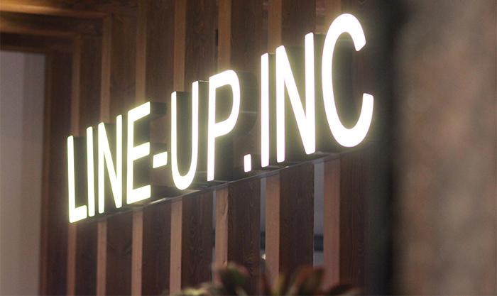 多目的スペース「LINE-UP HQ」の看板