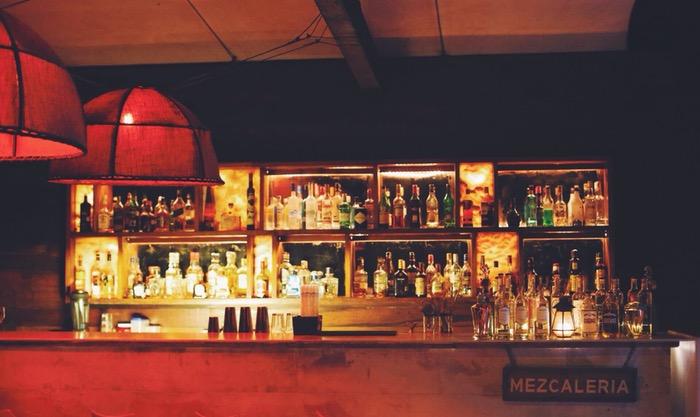 【こだわりのバー特集】お酒と楽しむディープな堀江。店主の個性が際立つバー4選!